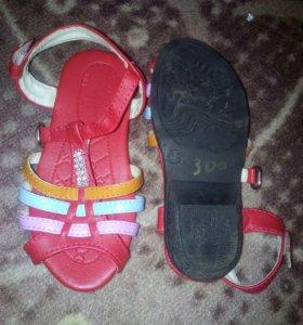 Продам сандалики, новые.