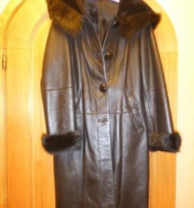 Пальто дублёнка из меха ягнёнка.