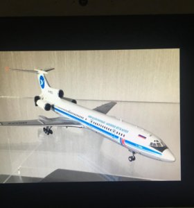 Модель самолёта Ту-154М