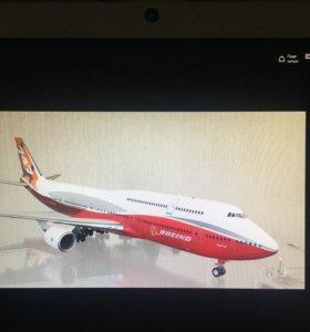 Модель самолёта Boeing 747-800