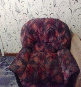 Два одинаковых кресла.