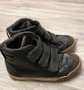 Две пары ботинок , р.29