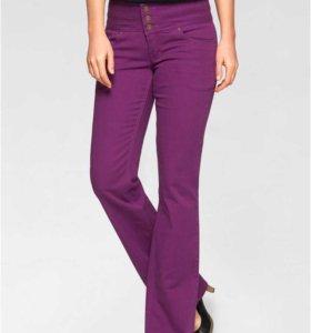 Новые стрейч-джинсы 46 размера.