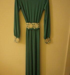 Новое длинное вечернее платье.