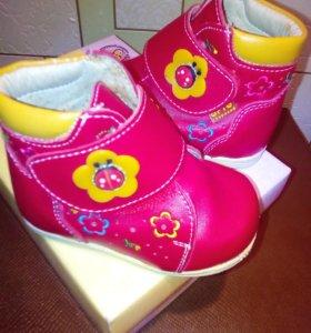 Ботинки для девочки 17 размер 10,5 см по стельке