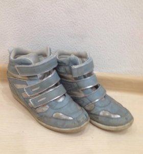 Отдам бесплатно ботинки для девочки, размер 36