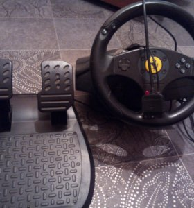 Игровой руль с педалями