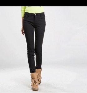 Джинсы/брюки новые теплые 46 размер