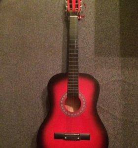 Шестиструнная гитара очень красивая.