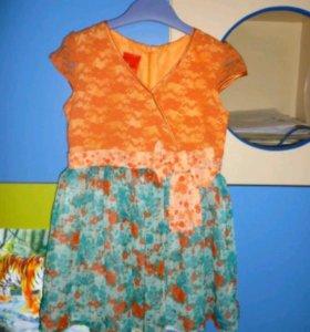 Очень красивое яркое фирменное платье