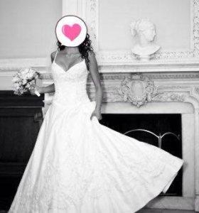 Свадебное платье с шлейфом