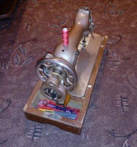 Продаю швейную машинку зингер