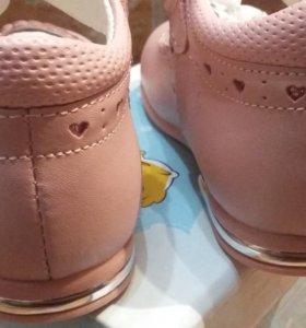 Новые туфли для девочки 23 размер