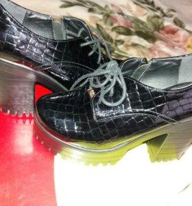 Женская обувь,одевала два раза, покупала за 4500р.