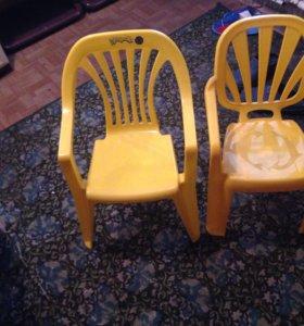 Пластмассовые стульчики для детей