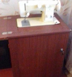Швейная машина Чайка-142м