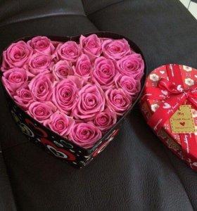 Розы в коробках.
