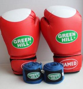 Перчатки для бокса и бинты