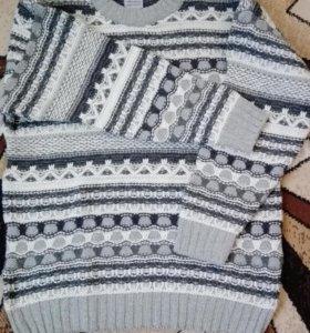 Шерстяной свитер новый