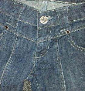 Абсолютно новые джинсы