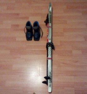 Б/у лыжи(120см) с палками и ботинки 32раз.