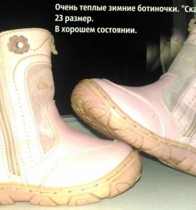 Кожаная обувь для девочки.