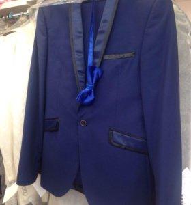 Синий мужской костюм суперслим