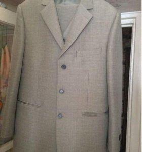 Продам костюм тройку, 46 размер.