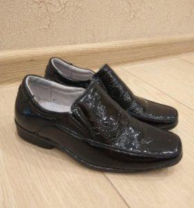Туфли лаковые для мальчика 25р.