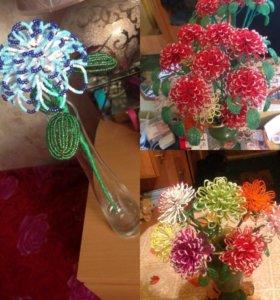 Хризантемы, розы,а так же  другие цветы из бисера