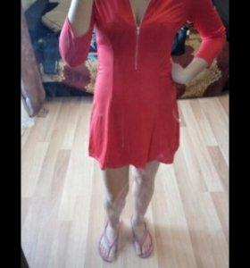 платье ярко красное