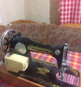 Швейная машинка с электрическим приводом