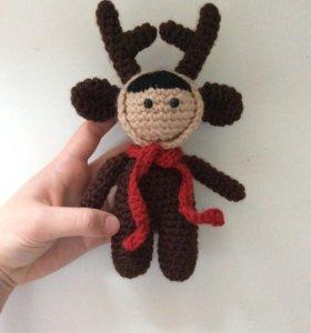 кукла в костюме новогоднего оленя