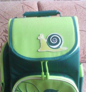 Ранец школьный.
