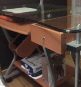 Продам компьютерный стеклянный стол
