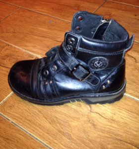 Демисезонные    высокие  ботинки 31р
