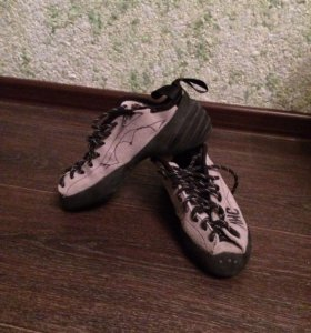 Скальные туфли ( скальники)