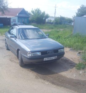 Автомобиль AUDI 80 B3