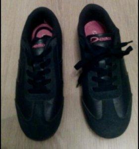 Кроссовки Adidas и Demix