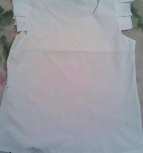 Блузка светлая. Размер S.