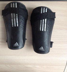 Щитки  Adidas Original