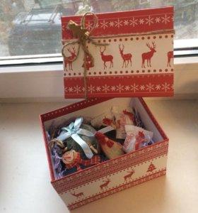 Подарочная коробка новогодняя с оленями 16,5*12*10