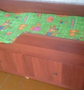 Детская кровать с двумя матрасом.