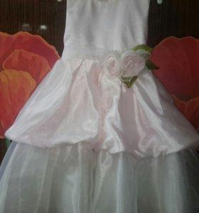 Очень красивое платье на девочку.