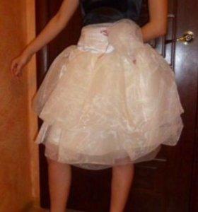 Эффектное платье 40-42 на корсете