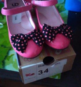 Новые туфли на девочку размер34