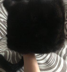 Норковая шапка с ушками и хвостиком.