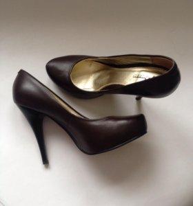 Кожаные туфли коричневого цвета