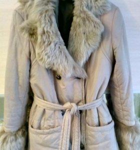 Пальто с воротником и манжетами из овчины 44-46