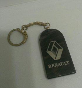 Брелок Renault в подарок